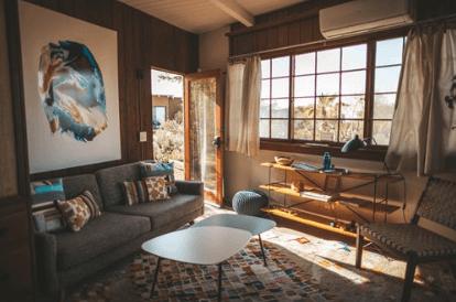 Eine Der Beliebtesten Ideen Für Kleine Wohnzimmer Ist Die Verwendung Von  Neutralen Farben An Wänden, Böden, Decken Und Möbelpolstern.